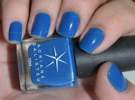 Unhas com <b >Esmalte</b > Indigo Blue