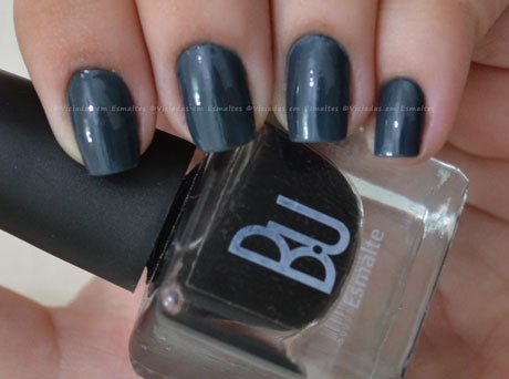 unhas com top coat negro