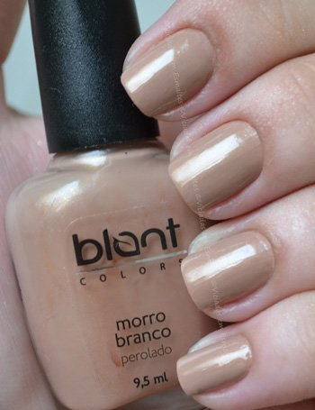 Unhas com esmalte Blant Colors Morro Branco