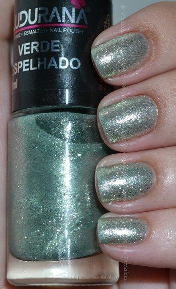 Unhas com <b >esmalte</b > Ludurana Verde Espelhado