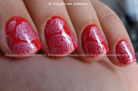 Unhas com esmalte La Femme para carimbo Neon Fest