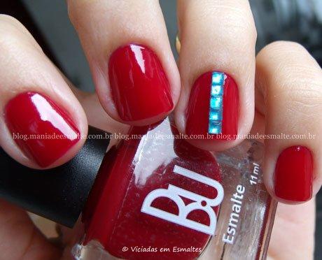 Unhas decoradas com esmalte Bu Red Wine