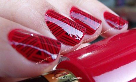 Unhas com esmalte revlon red