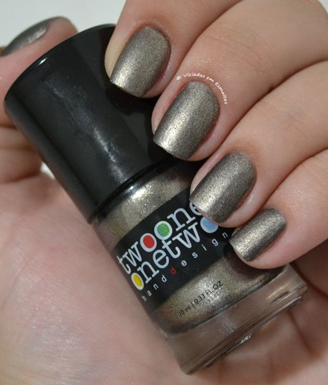 Esmalte Two One One Two Iron Gate com cobertura matte