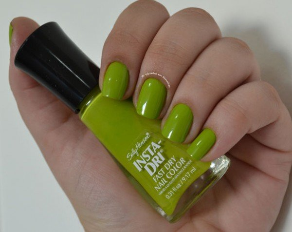 Unhas com Esmalte Sally Hansen Lickety Split Lime Sally Hansen