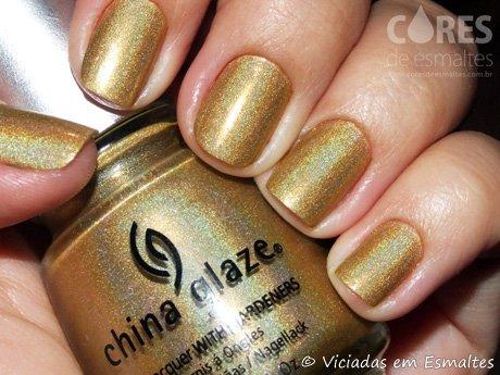 Unhas com Esmalte Dourado Holográfico China Glaze GR8