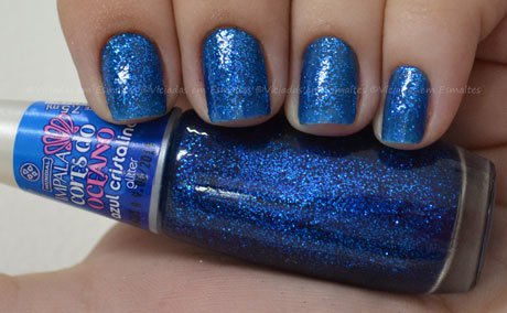Unhas com Esmalte Impala Azul Cristalino