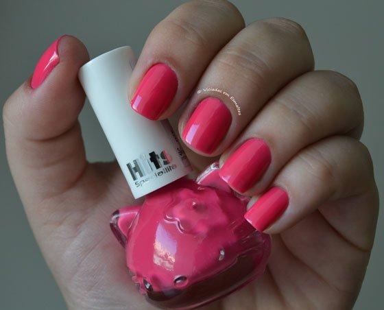Unhas com Esmalte Candy Hello Kitty