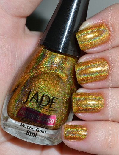 Unhas com Esmalte Dourado Holográfico Jade Mystic Gold