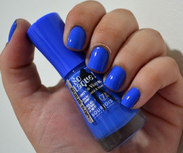 Unhas com Esmalte Bleu Fabuleux Bourjois