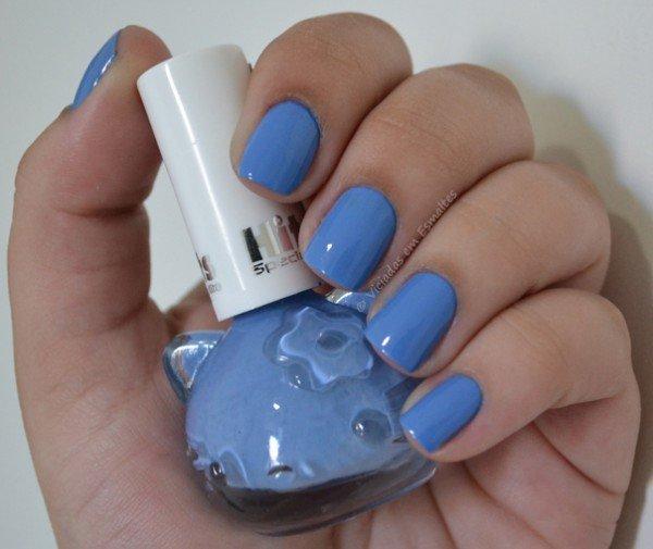 Unhas com Esmalte Hello Kitty Blueberry
