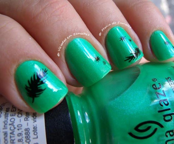 Unhas com Esmalte China Glaze In The Lime Light