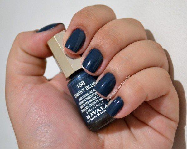 Unhas com Esmalte Mavala Smoky Blue
