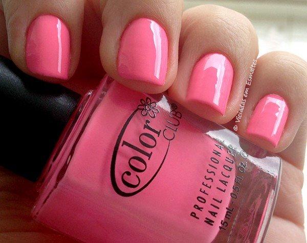 Unhas com Esmalte Color Club Yum Gum