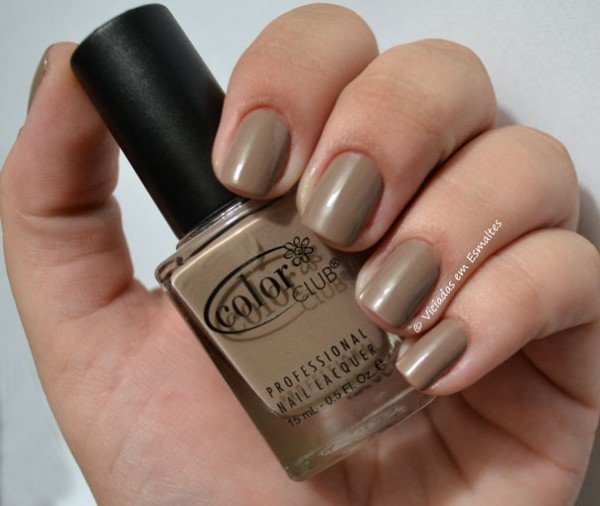 Unhas com Esmalte Color Club Soft as Cashmere
