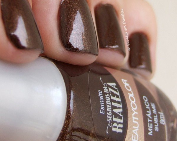 Unhas com Esmalte Beauty Color Sublime