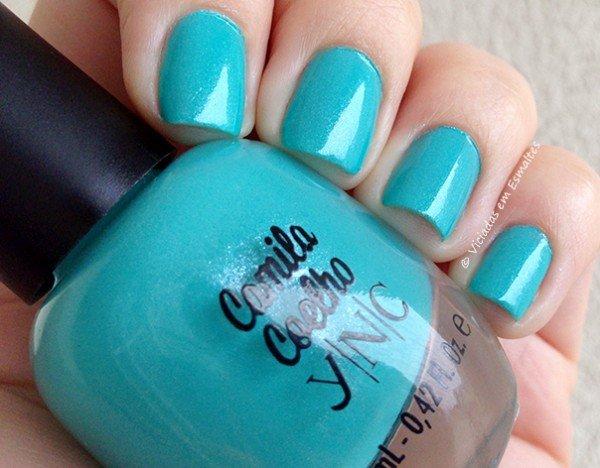 Unhas com Esmalte YNC Blue Jade