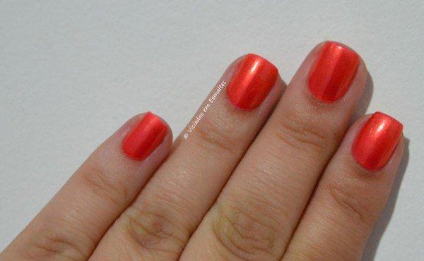Unhas com Esmalte Perfumado Revlon Orange Pop