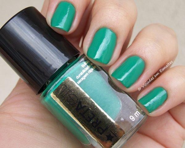 Unhas com Esmalte Preta Gil Verde Flora