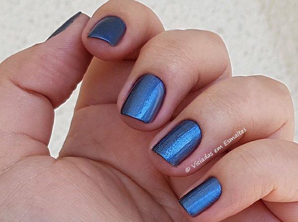 Unhas com Esmalte Spray Impala Azul