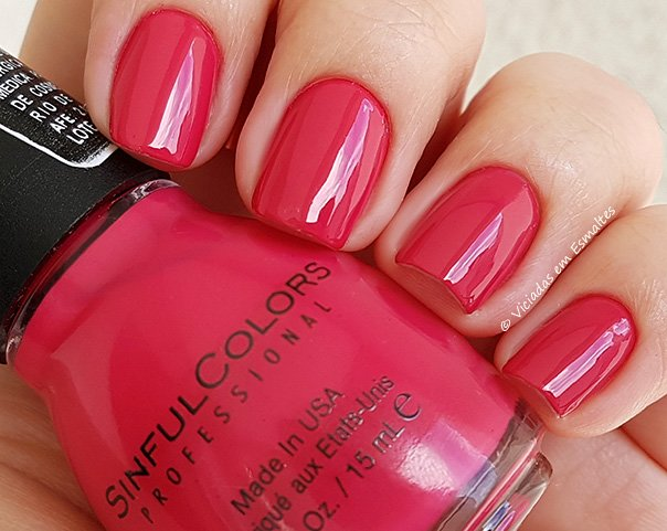 Unhas com Esmalte Sinful Colors Folly