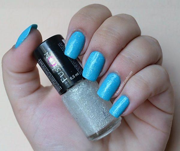 Unhas com Esmalte Azul com Glitter 3D The Fusion